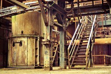 Undgå miljøforurening i virksomheden med smarte spildbakker til olie- og kemikalier