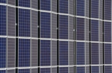 Solcellelamper er perfekte til at give mere lys i haven