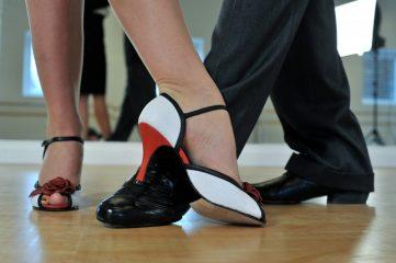 Tag en svingom på dansegulvet i lækre dansesko til favorable priser