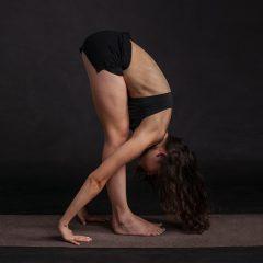Få bugt med ryg- og nakkesmerter med holdningstøj fra Alignmed